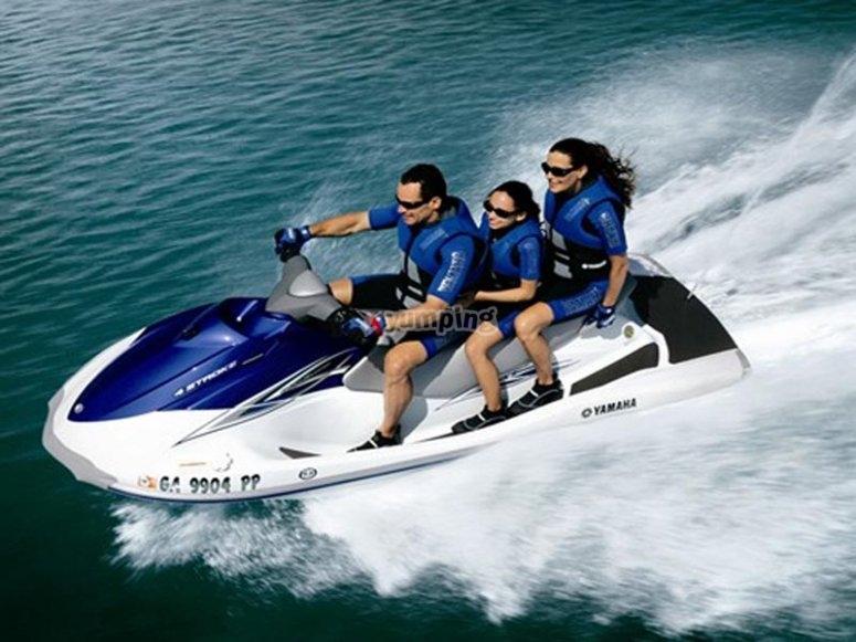 加速水上摩托车