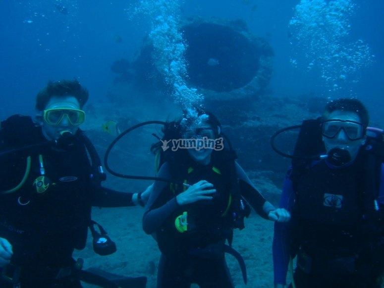 夫妇潜水员潜水活动