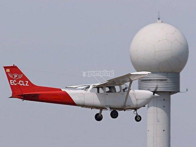 Pilota una avioneta en Son Bonet