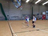 Baloncesto en el campamento de forenex