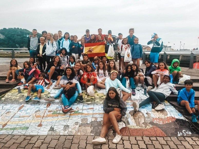 Foto de grupo del campamento de inglés