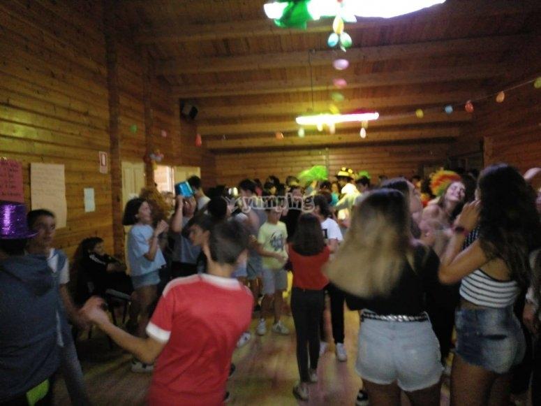 Fiestas durante el campamento de inglés