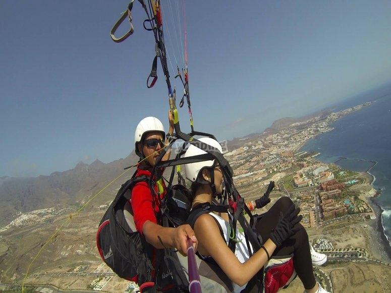 双人滑翔伞飞行