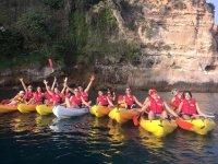 In kayak lungo le scogliere di Nerja