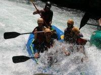 grupo en el río