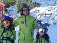 Ski monitor con gli studenti