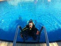 介绍潜水的潜水课程潜水潜水在狭窄水域