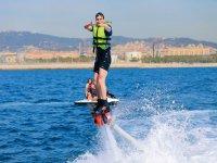 Haciendo flyboard en el Puerto Olímpico
