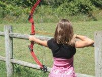 儿童射箭孩子玩耍在比斯开