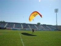 Sobrevolando el campo de futbol