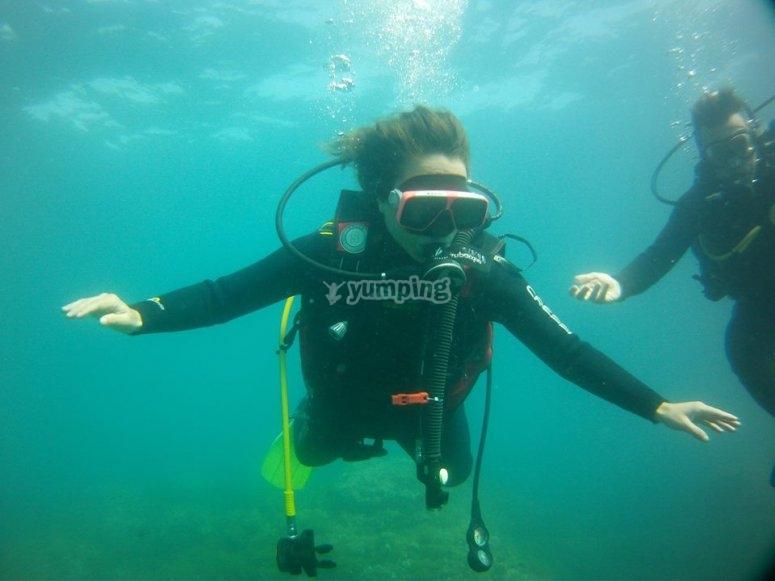 学习用瓶子潜水