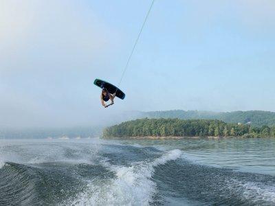 Aprender a saltar en wakeboard
