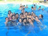 Al agua en la piscina