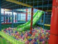 Interior de la piscina de bolas