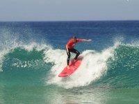 Cogiendo la ola en Fuerteventura