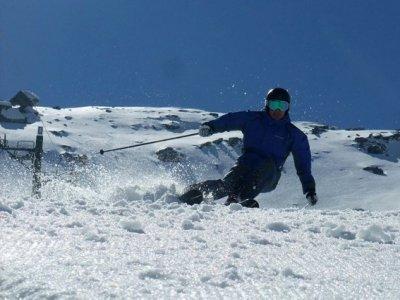 Escuela de Esqui y Snowboard La Calgosa Esqui