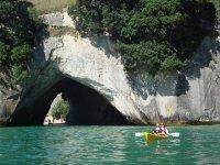 Kayaks en cuevas