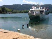 Una de nuestras embarcaciones atracadas