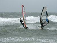 Hacer windsurf en Girona