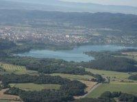 Sobrevuela el lago Banyoles