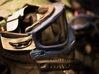 睫毛膏彩士兵彩弹标记位置拍摄的森林