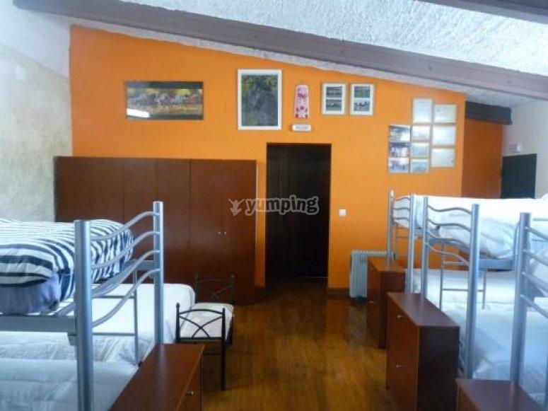Dormitorios del albergue