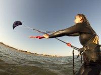 Resistiendo la corriente con el kite