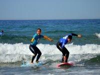 Practicando surf a la vez