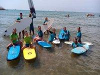 冲浪营的学生