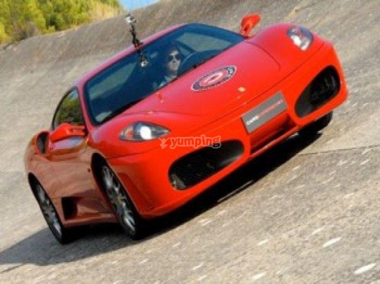 Conducción de tres Ferraris