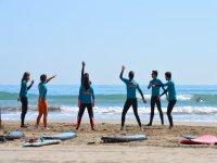 冲浪课前的热身运动