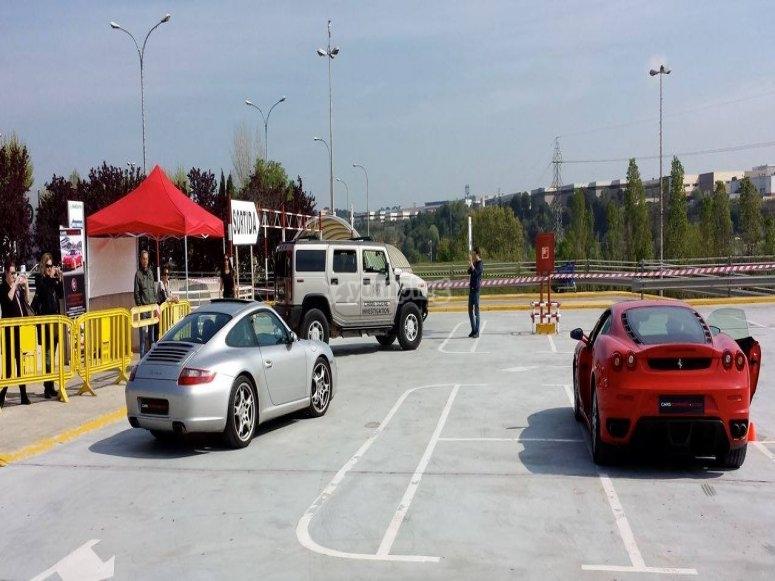 Junto con otros coches de alta gama