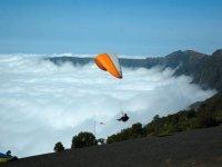 Vuela por encima de las nubes