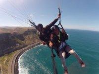 Parapente sobre el oceano en Canarias