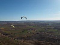 Parapentes volando sobre la Alcarria