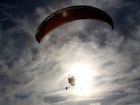 Paramotor entre las nubes