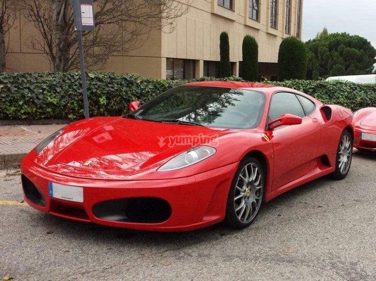 Ferrari en la calle