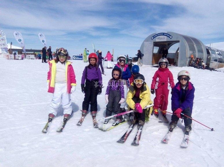 Skiing courses for children in Sierra Nevada