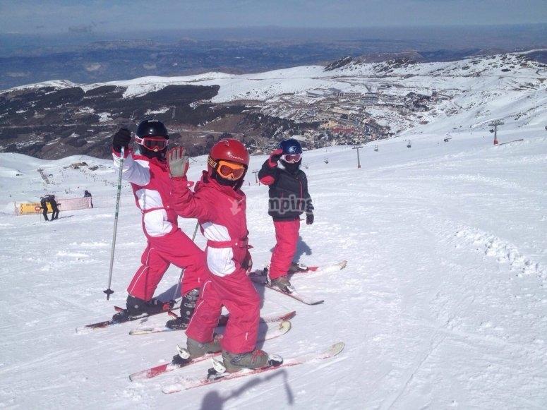 Niños listos para comenzar el descenso