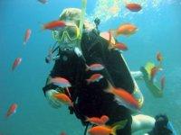 Godendo della bellezza marina