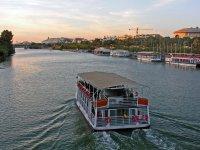 En barco por Sevilla
