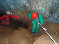 En un rapel en la cueva