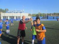 Practicando fútbol en inglés