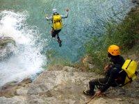 比利牛斯山脉的水和瀑布