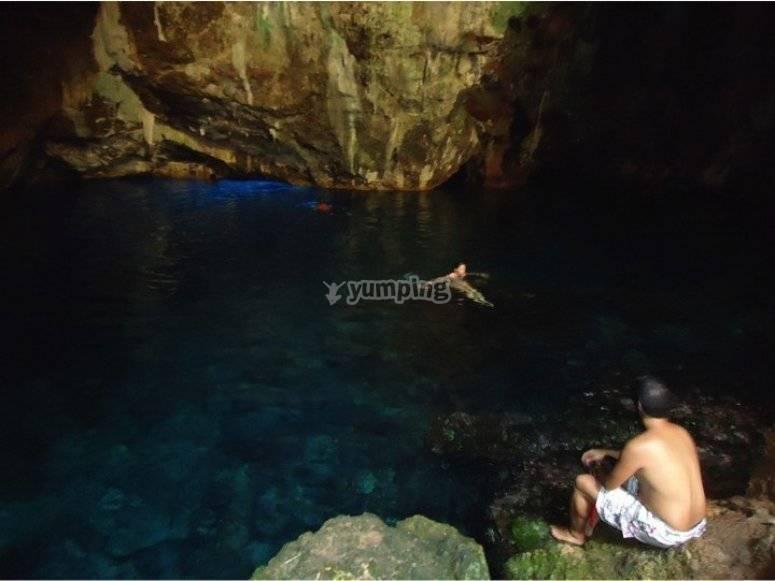 Lago de la cueva de Neptuno
