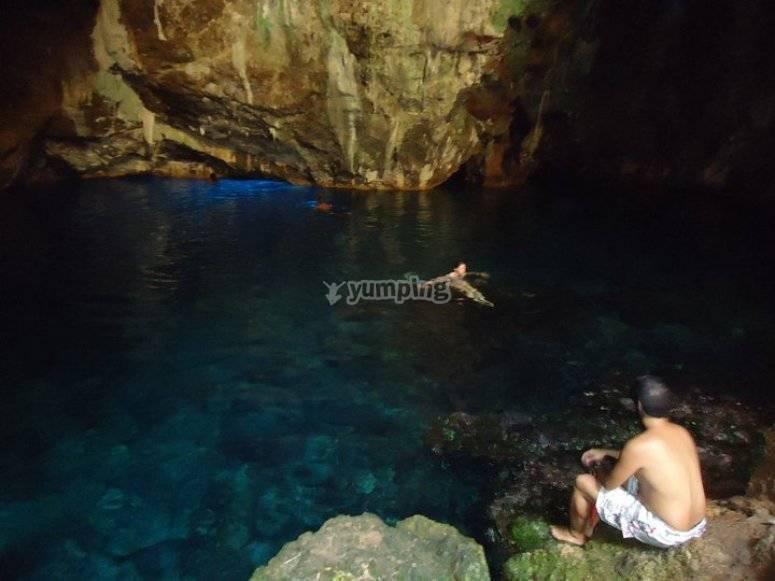Lago delle grotte di Nettuno