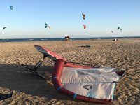 Cometas de Kitesurfing on the beach
