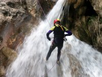 瀑布中的速降