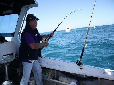 您的船Ribadesella沿海钓鱼课程