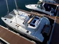 Catamarano sul molo di Pontevedra